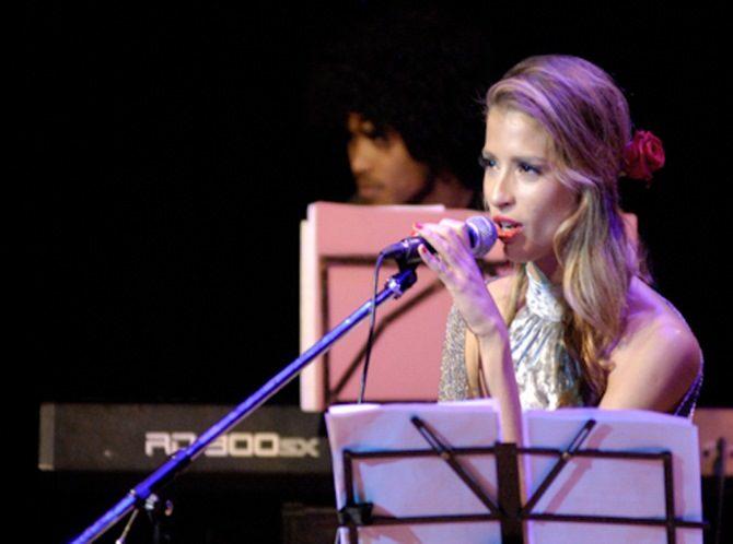 Cantante cubano-italiana ofrece concierto en La Habana