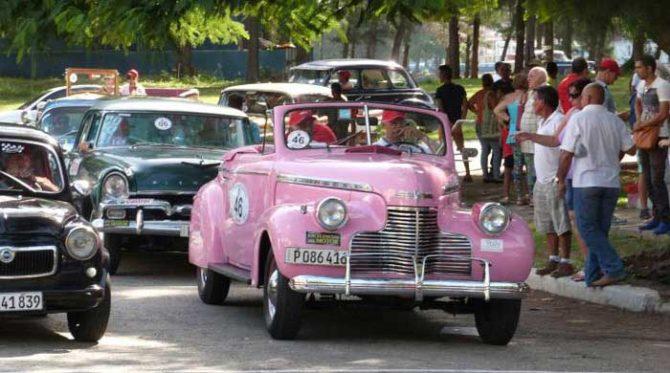 Autos antiguos enriquecen turismo cubano con rally