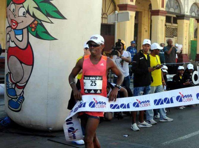 Cubano Henry Jaen gana por quinta vez Maratón de La Habana