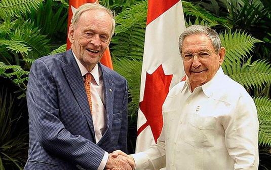 Raúl Castro recibe a ex primer ministro canadiense Jean Chretien
