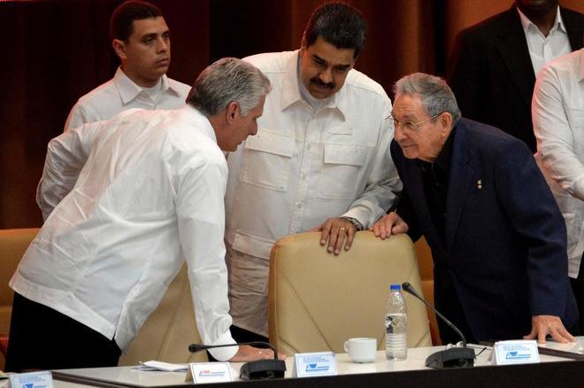 Nicolás Maduro visita a Raúl Castro a horas de la ronda negociadora con la oposición en Santo Domingo