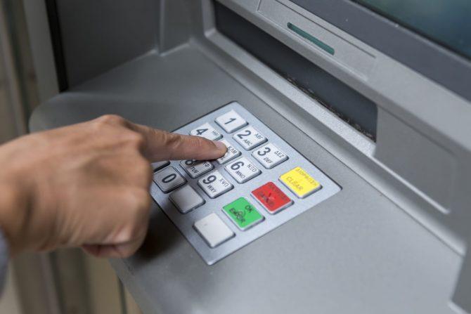 Prueban cajeros automáticos en Cuba para canjear moneda foránea