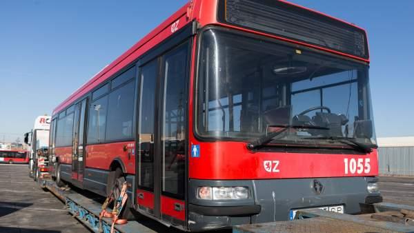 Zaragoza dona a La Habana seis buses urbanos