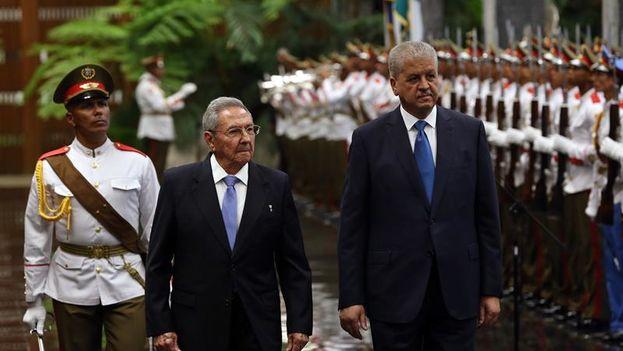 Cuba intercambia con Argelia sus médicos por petróleo