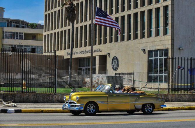 Tillerson descarta que diplomáticos estadounidenses regresen a Cuba por ataques acústicos