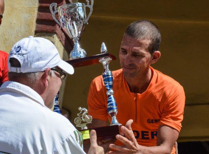 Gana espirituano Joel Solenzal V Clásico Nacional de Ciclismo de Ruta