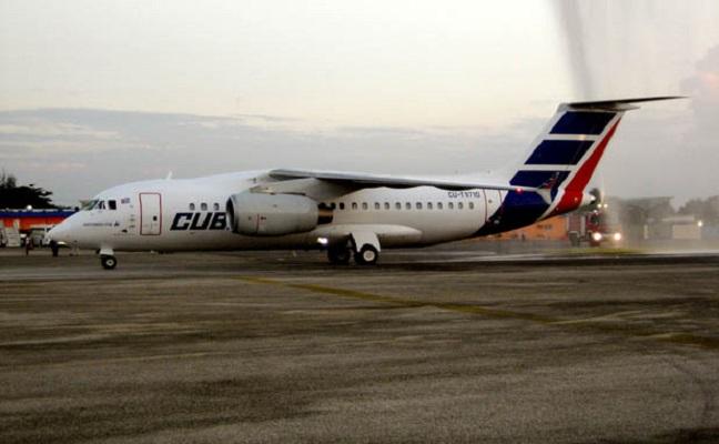 Desde horas de la tarde de este viernes, pasajeros con reservación en los vuelos interprovinciales de Cubana de Aviación, entre Santiago de Cuba y La Habana,