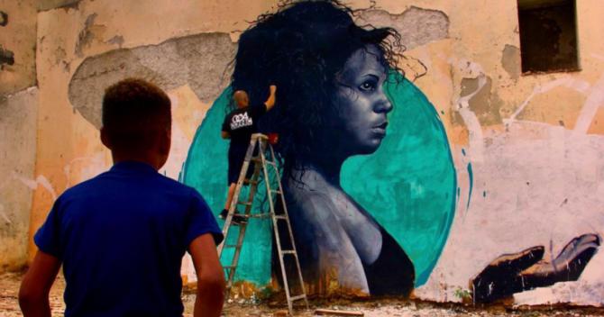 A un grafitero cubano americano le han dejado dibujar murales en La Habana