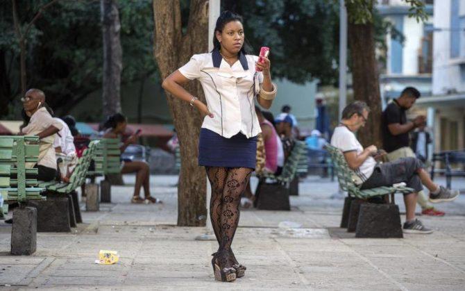Cuba llega a cinco millones de líneas móviles, pero sigue a la zaga de América Latina
