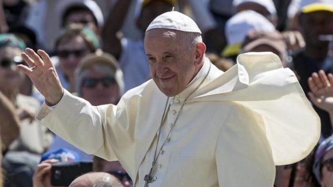'No están solos'. El Papa alienta a jóvenes cubanos a 'ir siempre adelante'