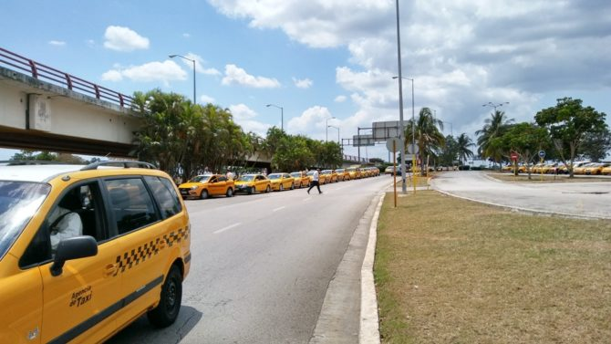 NOSOTROS Taxis nuevos… pero vacíos