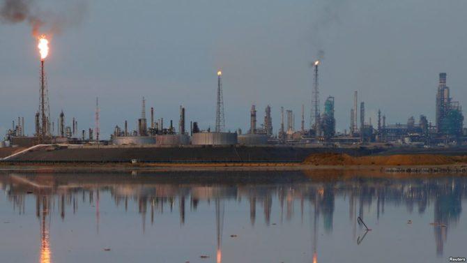 Venezuela compra petróleo extranjero para subsidiar a Cuba