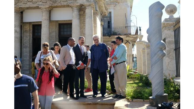 La Habana inaugura una escultura de Cárdenas ofrecida por un comerciante francés