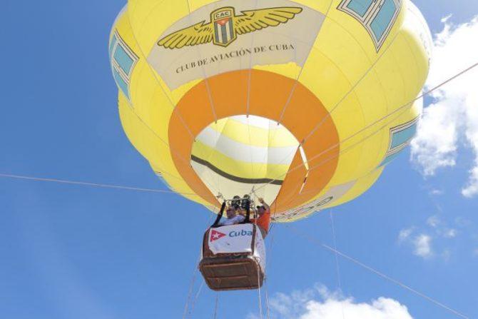 Primer vuelo de globo aerostático de turismo en Cuba