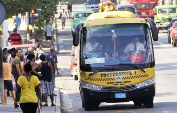 Ponen carteles en paradas de ruteros de La Habana para evitar broncas con los choferes