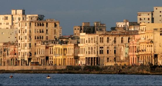 """La Habana lucha por preservar el Malecón, su """"cara"""" frente al mundo"""