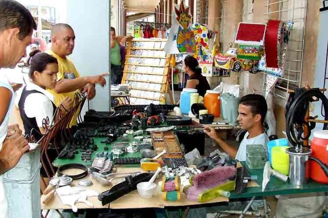 El Gobierno cubano decreta nuevos impuestos para el sector privado