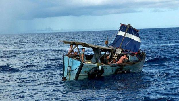 La Guardia Costera de EE UU repatría a 28 cubanos interceptados en el mar