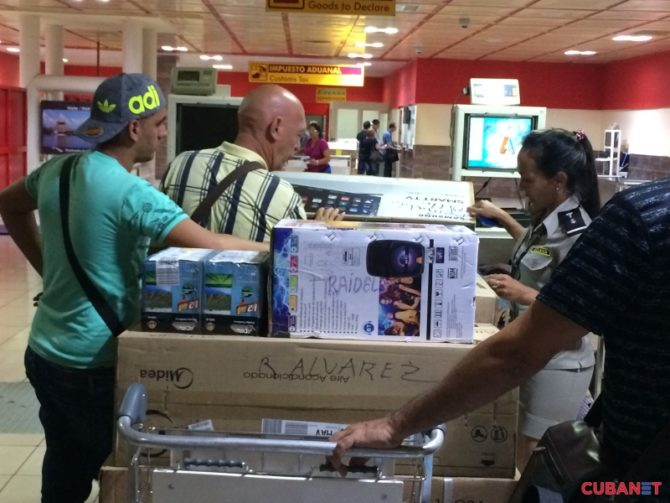 "Nota aclaratoria de la Aduana de Cuba sobre ""menaje de casa"""