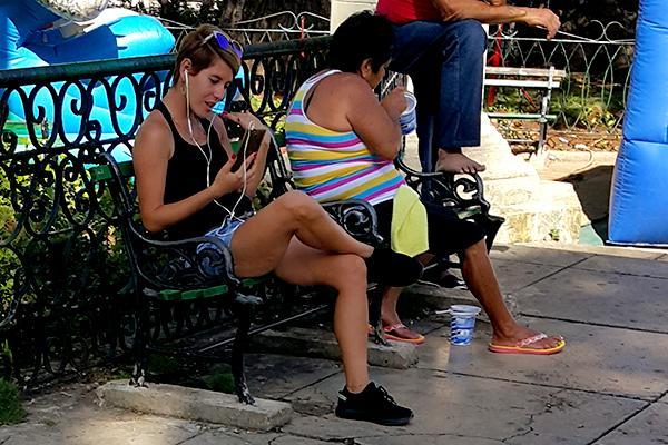 ETECSA prueba gratis conexión en celulares sin fecha oficial de inicio del servicio