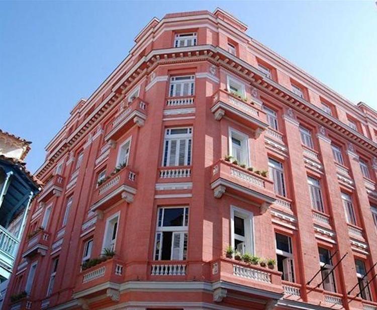 ambosmundos-hotelscombined