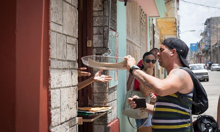 Pizas's in Havana falling from the sky