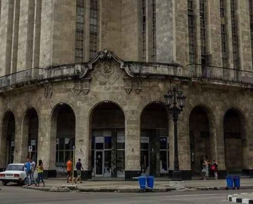 Multas de 3.700 pesos para los 'clientes' de una red de falsificación de documentos en La Habana