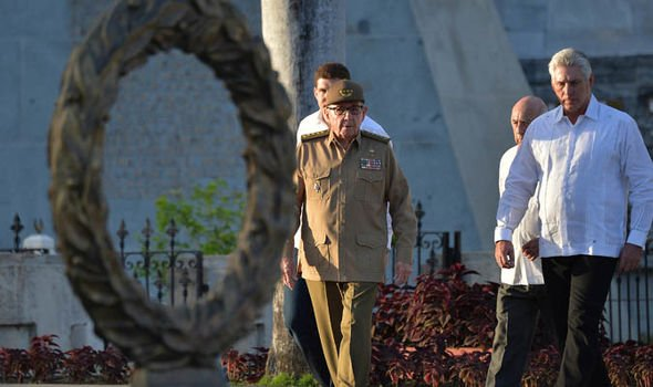 """Raúl Castro insta a prepararse para los """"peores escenarios"""" frente a EE.UU."""