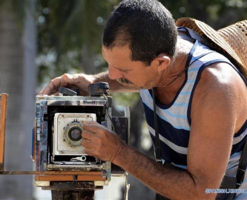 Las fotos antiguas que resisten la ola de modernidad en La Habana
