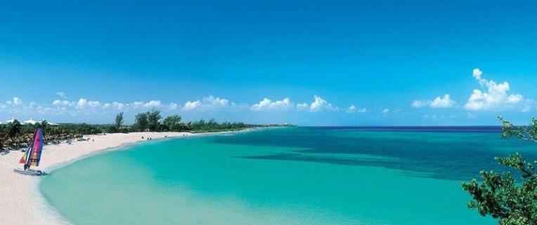 Turistas de tres países disfrutan del balneario Varadero