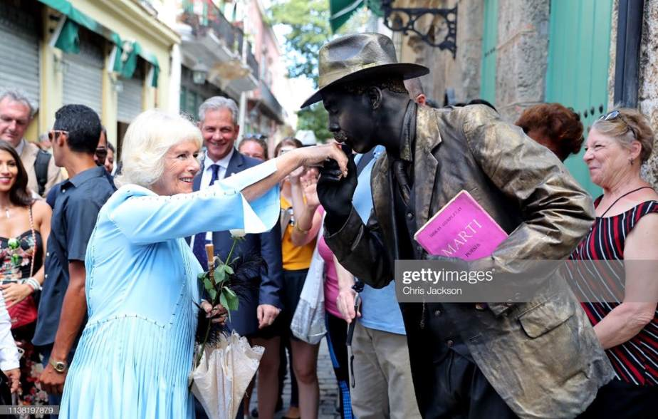 Le prince Charles en balade dans le quartier historique de La Havane