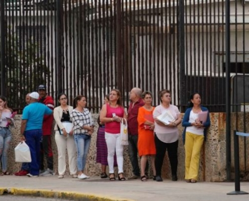 Cubans Frustrated Over US Move to End 5-year Visitor Visas