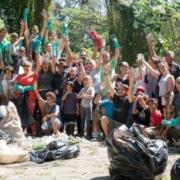Jóvenes y niños cubanos limpian el Bosque de La Habana con el 'Trash Challenge'