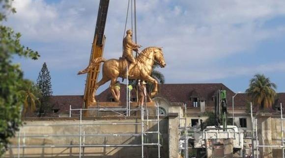 Recolocan estatua de Calixto García en la Quinta Avenida de La Habana