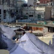 L'artiste JR réinvesti La Havane avec le collage géant d'un petit garçon