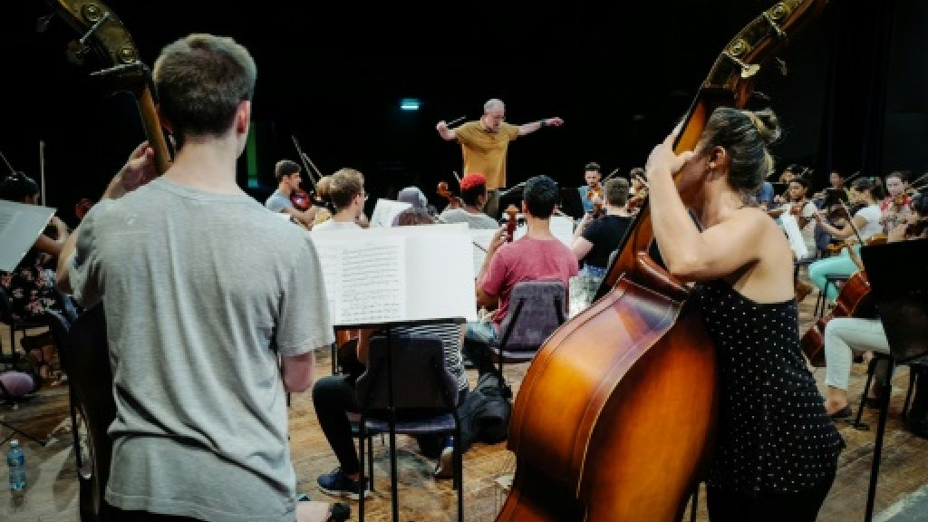 Young orchestra musicians bridge US-Cuba divide