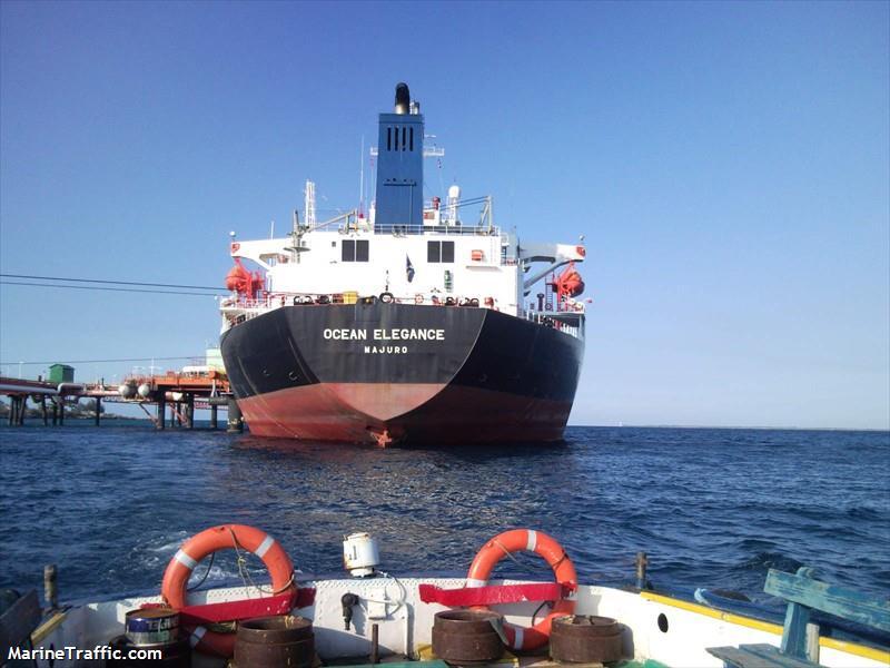 Estados Unidos sanciona a dos buques que trasportaban petróleo a Cuba