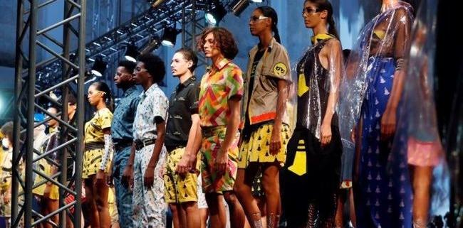 """La marca de ropa cubana """"Clandestina"""" abre tiendas temporales en EE.UU."""