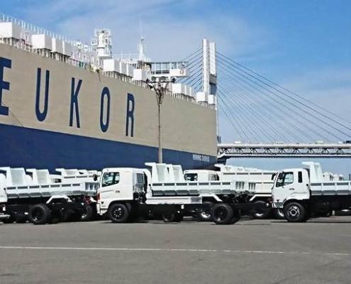 Japón embarca nuevo lote de camiones de basura hacia La Habana