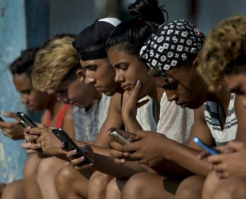 Ya es oficial! Los cubanos pueden tener wifi en sus casas