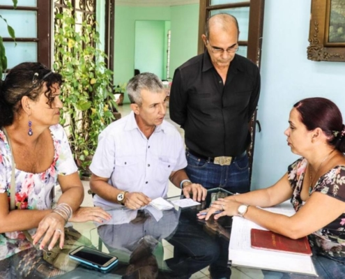 Two Cuban transgender get married, a first on the island