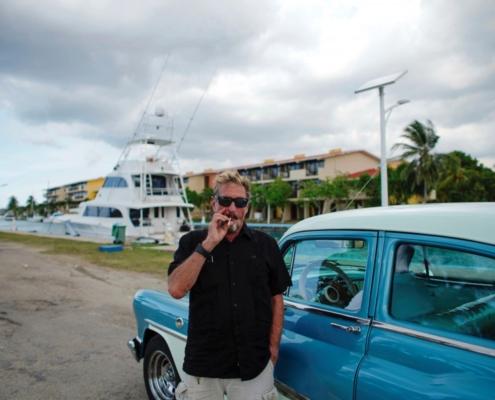 McAfee excéntrico millonario candidato a la Casa Blanca desde La Habana