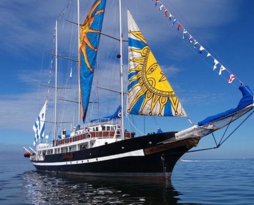 En La Habana velero escuela Capitán Miranda de Uruguay