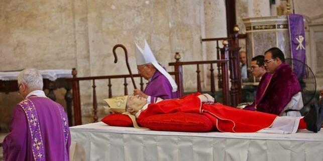 Cuba rinde honor al cardenal Ortega en su parroquia, la Catedral de La Habana