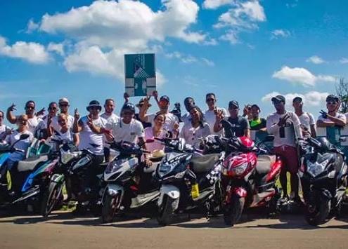 Club Motos Eléctricas Cuba le quita lágrimas al mar