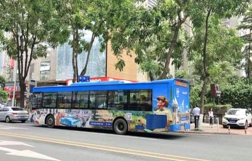 Los ómnibus urbanos en China exhiben publicidad turística de Cuba