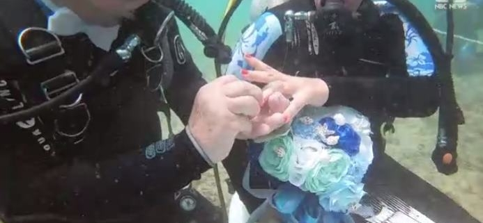 Cuban couple married underwater