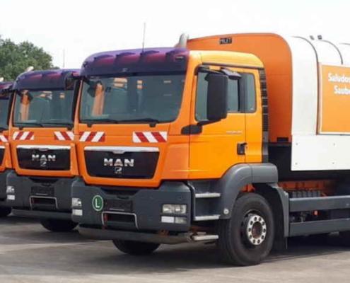 Vienna,donated 10 urban solid waste collection trucks to Havana