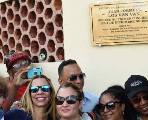 Plaque unveiled in Havana to remember Juan Formell