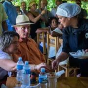 Díaz-Canel visita Mercado de la Tierra en finca privada